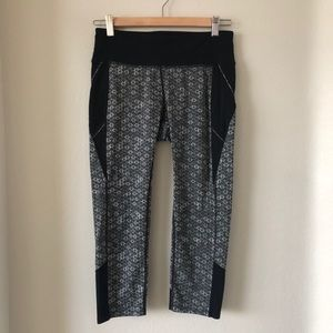 Athleta floral printed cropped leggings size small